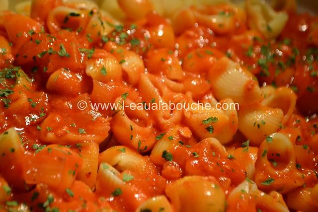 Côtelettes en Cocotte à la Sauce Tomate et Pipe Rigate © Ana Luthi Tous droits réservés 024_GF