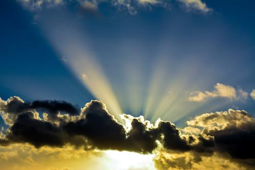 uk sky weather clouds nikon skies cloudy atmosphere waterdroplets sunbeam icecrystals cloudscapes crepuscularrays atmosphericoptic d7100 nikonafsdxzoomnikkor1855mmf3556gedii cloudsstormssunsetssunrises