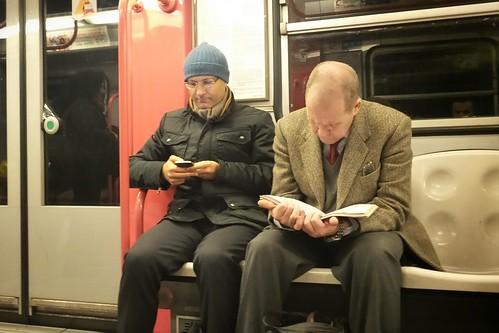 Letture in metro: Smartphone v.s. Libro