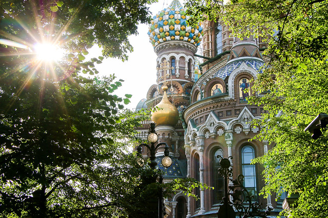 Church of the Savior on Blood seen from the park, Saint Petersburg, Russia サンクトペテルブルク、公園から見た血の上の救世主教会