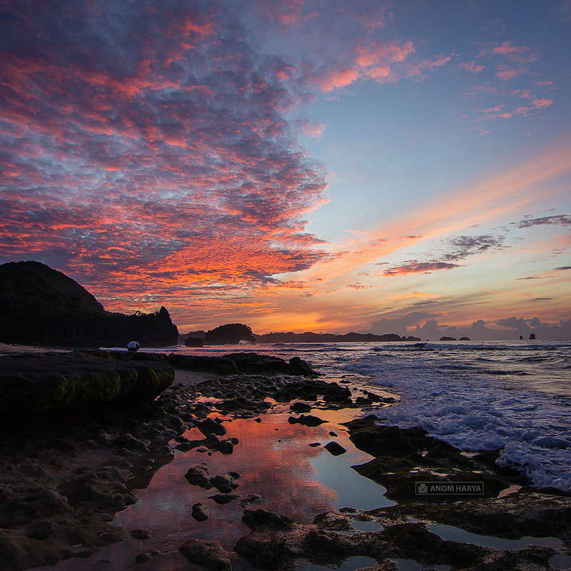 Matahari Terbit di Pantai Goa Cina