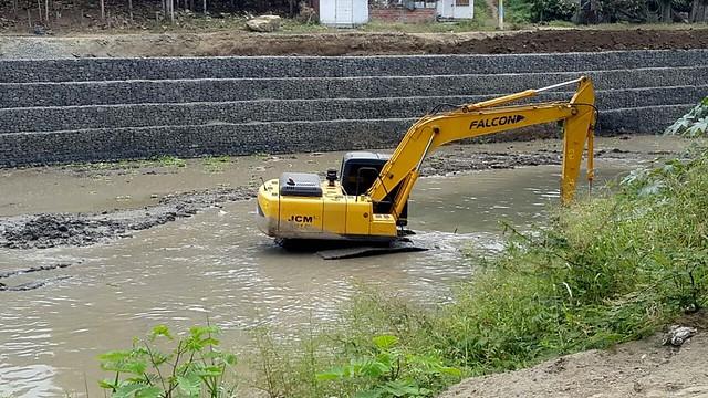 Aguas del Chuno inició trabajos para retirar sedimentos del río Chone