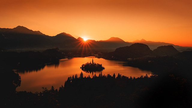 Bled Silhouette