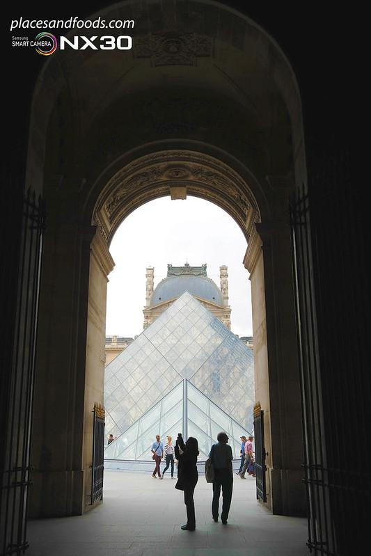 paris louvre corridor