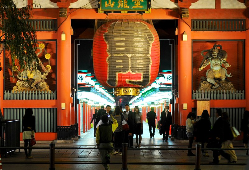 Posing in front of Asakusa's outer gate