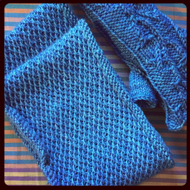 And my #handmadeChristmas gift for mom: Honey Cowl & Hurry Up Spring arm warmers out of @madelinetosh Blue Nile (pashmina & vintage).