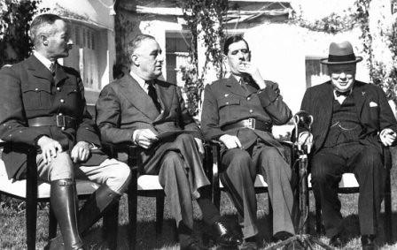 Giraud, Roosevelt, De Gaulle y Churchill en la conferencia de Casablanca