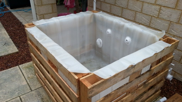 Diy Pallet Hot Tub Thehomesteadingboards Com