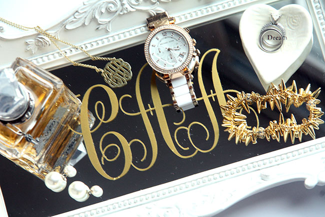 Jewelry_Close-up-of-letters