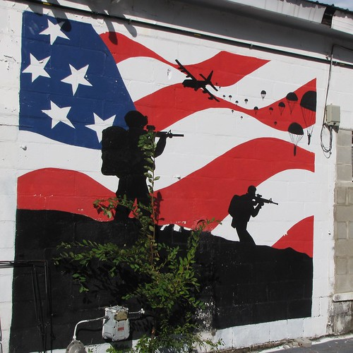 hopemills northcarolina cumberlandcounty smalltownnorthcarolina smalltown art mural patrioticmural 82ndairborne army fort bragg fortbragg southviewhighschool artclass tradestreet