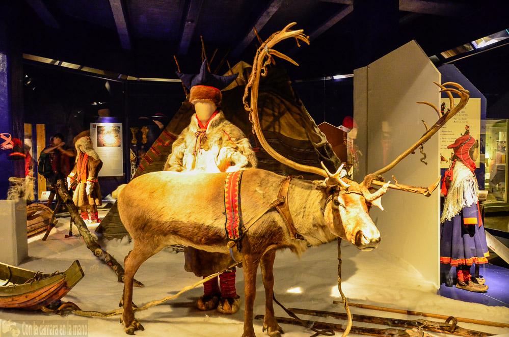 Museo Folklórico Noruego en Oslo - Blog con la cámara en la mano