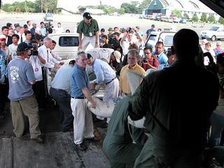 Mantan Duta Besar AS untuk Indonesia B. Lynn Pascoe dan Direktur USAID Indonesia William Frej mengunjungi Aceh beberapa hari setelah tsunami melanda Aceh di tahun 2004.