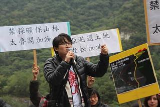 學青會代表Ciwang Teyra說,今天族人是為歷史正義、環境正義,對亞洲水泥發出怒吼。