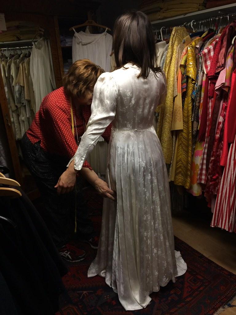 Bröllopsklänningsprovning med Maria