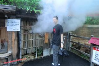 CIMG1179 A tol chorreon de vapor caliente,  Infierno Kamado Jigoku (Beppu) 13-07-2010 copia