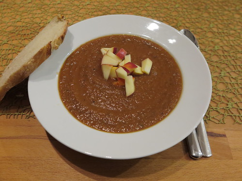 Rote-Bete-Suppe mit Apfel