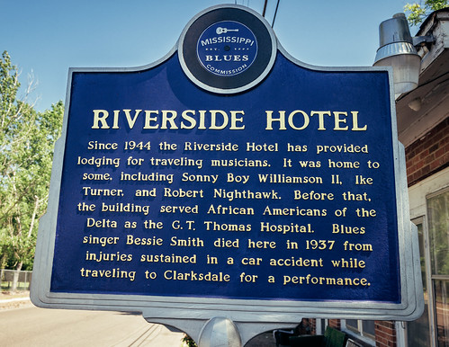 Mississippi Blues Trail marker, view01, Riverside Hotel, 615 Sunflower Ave, Clarksdale, MS, USA
