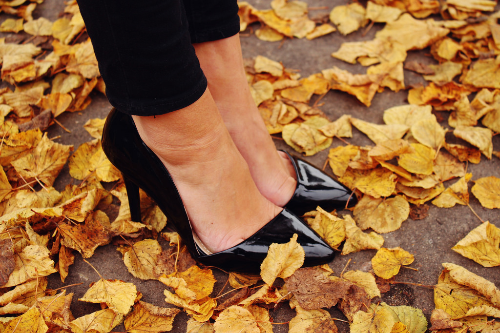 fall-leaves-fashion-blog