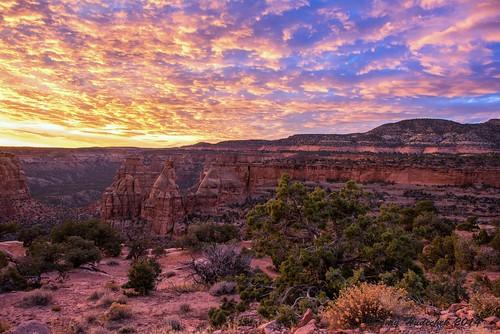 clouds sunrise colorado canyon coloradonationalmonument independencerock