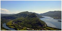 Lac de Coiselet et la Bienne (Jura /Ain) Vue depuis le belvédère des falaises de Chancia.