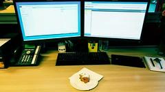 De eerste oliebol gaat naar binnen! #Oliebollen #OudEnNieuw #OfficeSpace