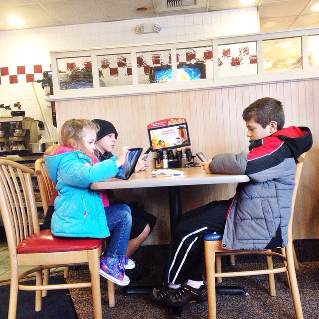They got their own table and each with an electronic devise #breakfastout