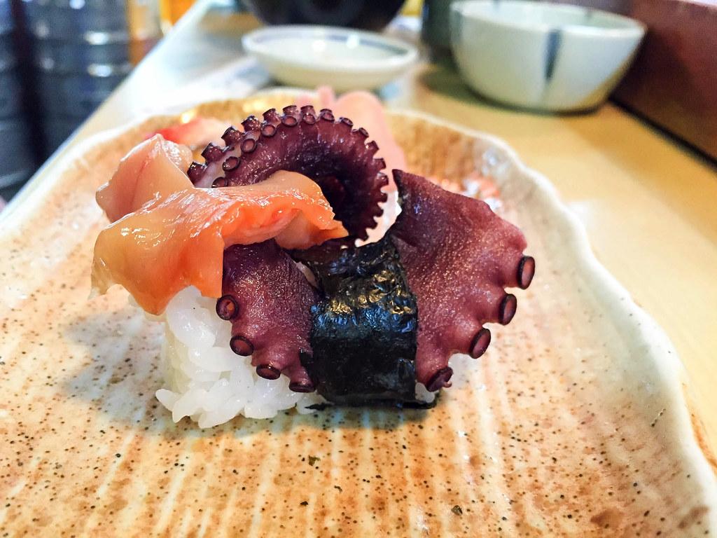 タコと赤貝の寿司