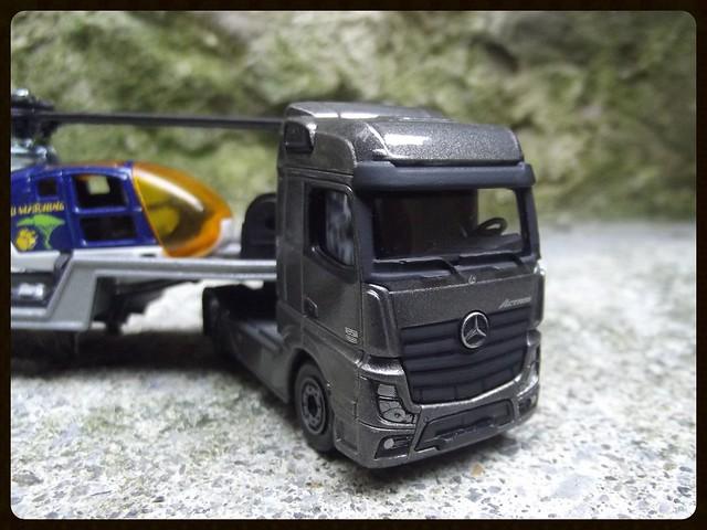 N°601 Mercedes Actros + surbaissé transport hélico. 16671513411_7540732573_z