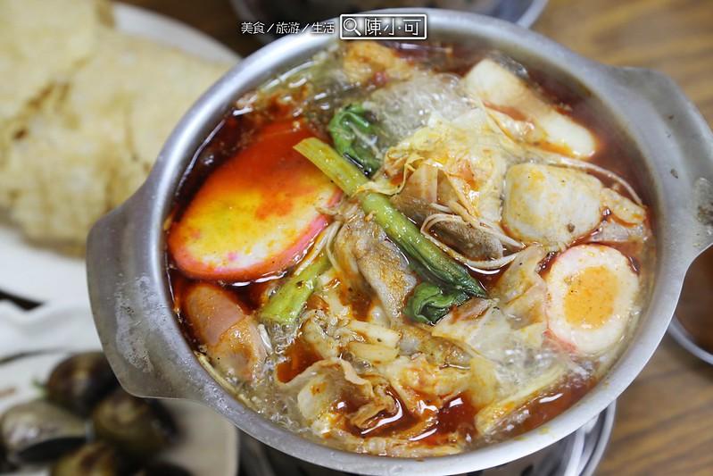 夆阜迷你火鍋【新北市三重小火鍋】夆阜迷你火鍋,好吃的咖哩鍋跟麻辣鍋,白飯吃到飽!