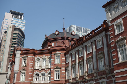 Tokyo Station_5 東京駅舎の北口ドームを撮影した写真。 古風な赤煉瓦造りである。