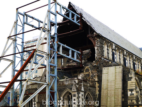 squibble_visits_Christchurch_cathedral2