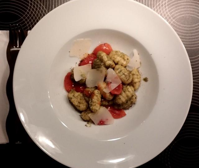 Gnocchi mit Rucolapesto und Tomaten