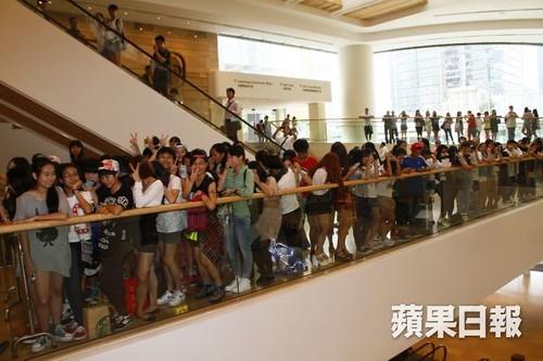 G-Dragon_HarveyNichols-COLOMBO_VIA_DELLA_SPIGA-HongKong-20140806 (15)