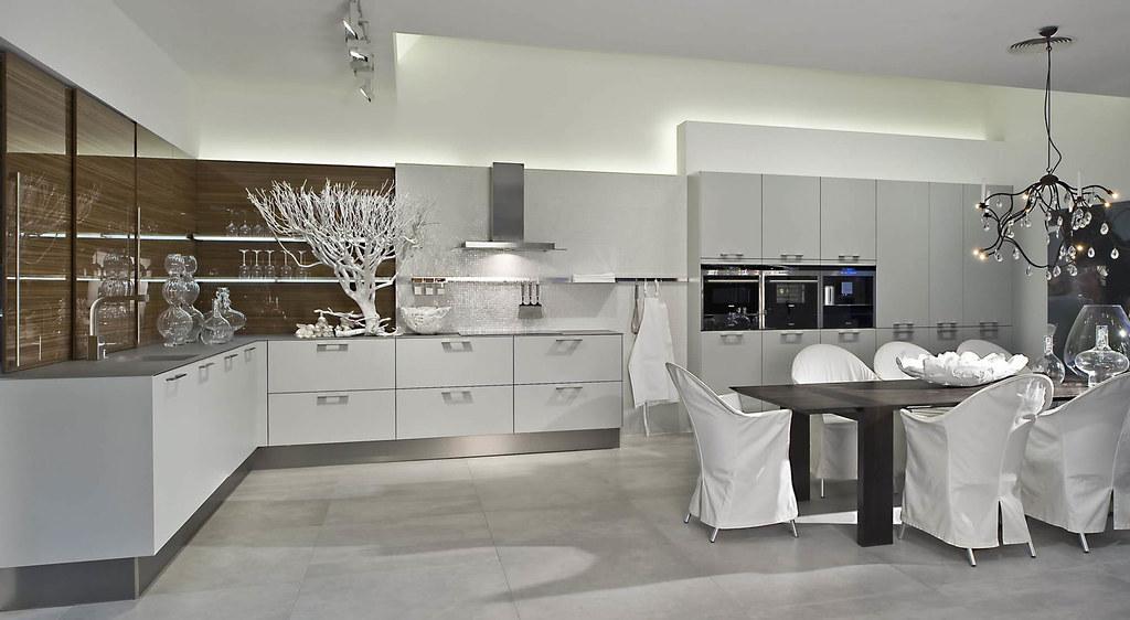 6000. Black Bedroom Furniture Sets. Home Design Ideas