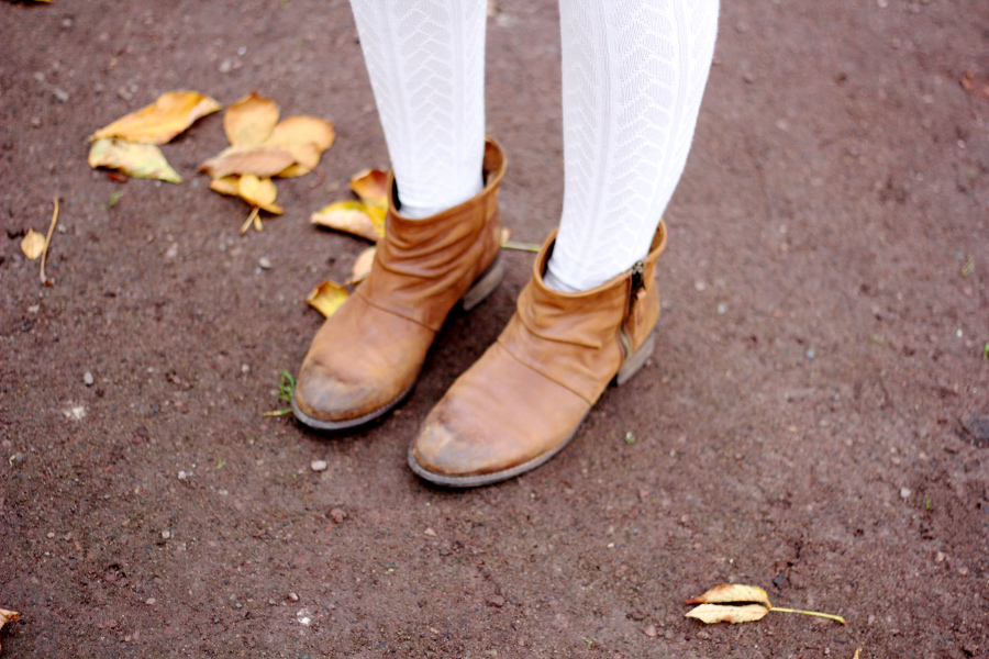 outfit-white-tights-woole-boots-mango-brown