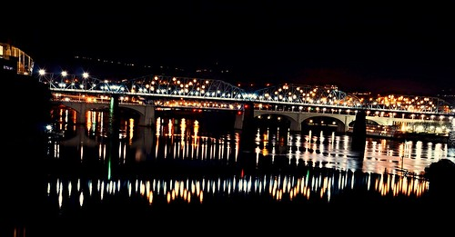 blue winter red orange reflection green beautiful night lights evening flickr tennessee gorgeous christmastree riverboat lamps steamboat walnutstreetbridge streaks tennesseeriver glows chattanoogatn bluffview coolidgepark marketstreetbridge deltaqueen