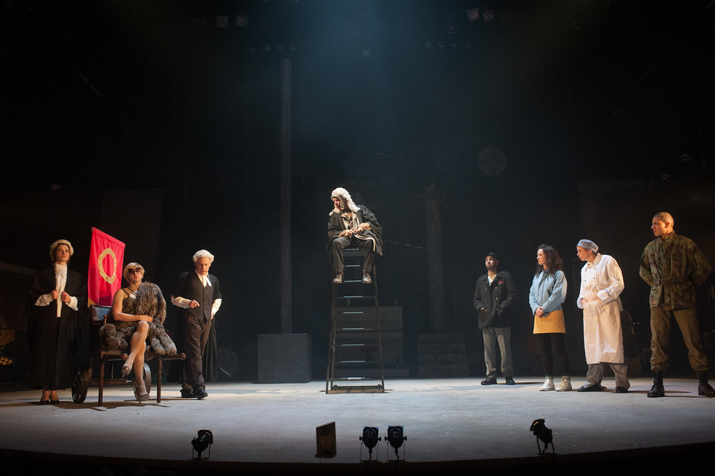 the caucasian chalk circle The caucasian chalk circle review – a bold, brash extravaganza 4 / 5 stars 4 out of 5 stars royal lyceum, edinburgh this tremendous bare-walls production blends large-scale ensemble playing.