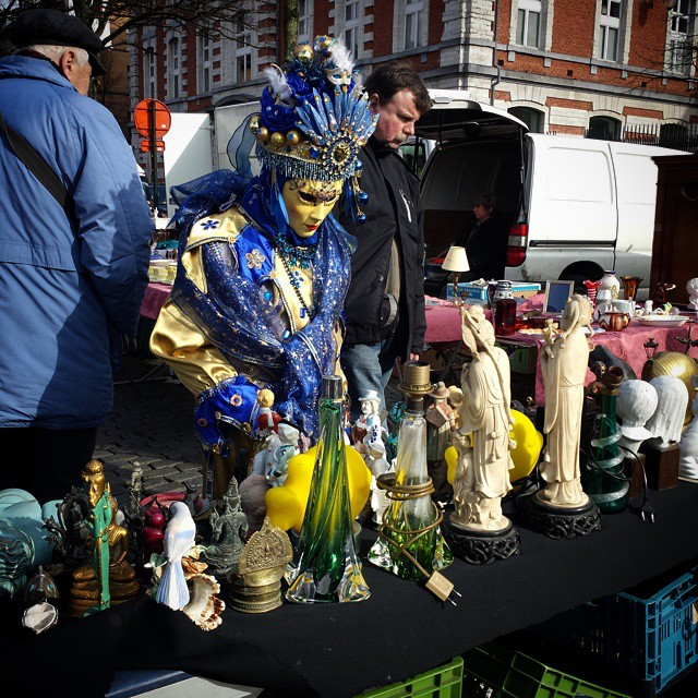 'Shiny stuff' - #flea #market #Brussels #Belgium 2015 #photography #people #watching #markets