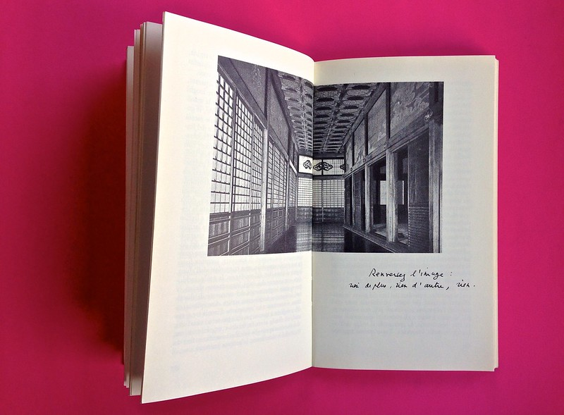 Roland Barthes, L'impero dei segni. Einaudi 1984. Illustrazione a doppia pagina, la didascalia riproduce la grafia dell'autore, alle pag. 58 e 59 (part.), 1