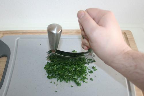 15 - Petersilie zerkleinern / Mince parsley