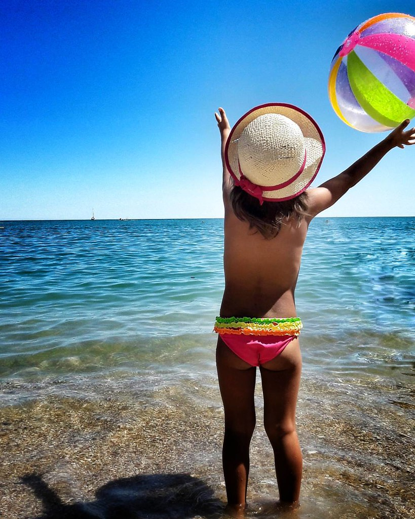 Just having Fun   #play #fun #funtime #Colorful #colors #ball #Beach #Summer #summer2016 #summertime #Hat #mybabygirl #kid #kids #Margherita #babygirl #Numana #amazing #picoftheday #photooftheday