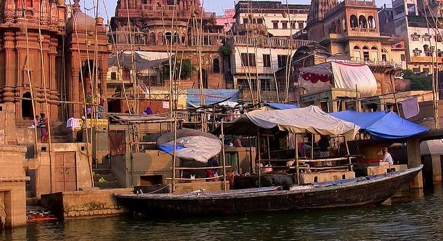 INDIEN, india, Varanasi (Benares) frühmorgends  entlang der Ghats , 14493/7450