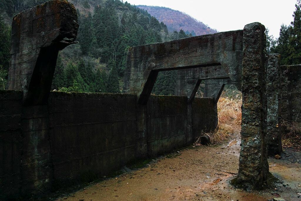 とにかくコンクリートの柱と壁