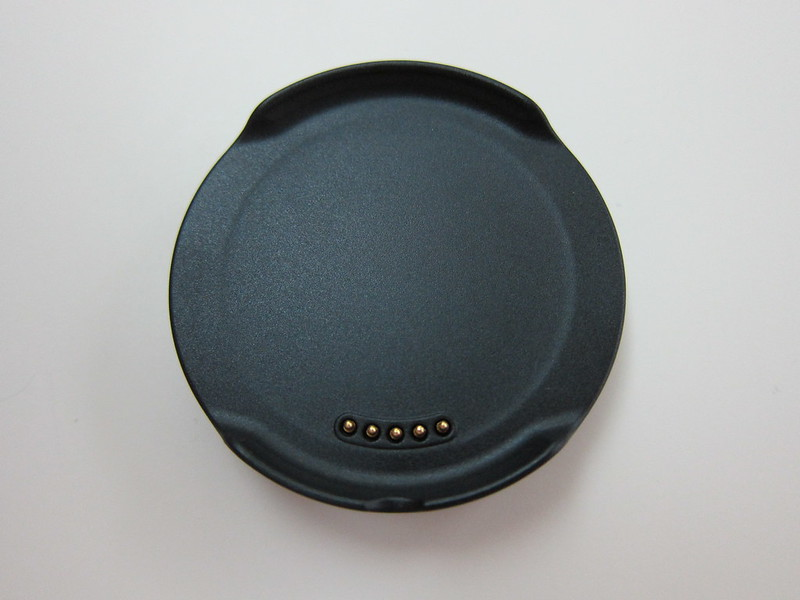 LG G Watch R - Magnetic Charger Front