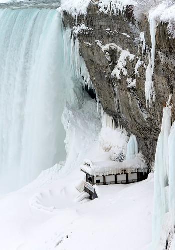 winter ice niagarafalls frhwo