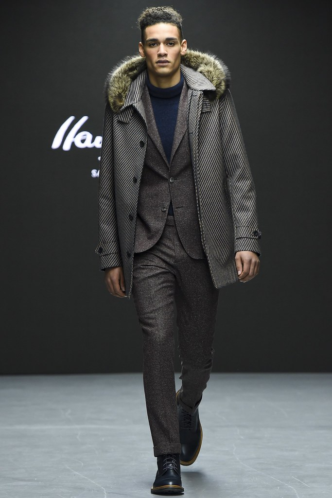 FW15 London Hardy Amies009_Simon Paul(VOGUE)