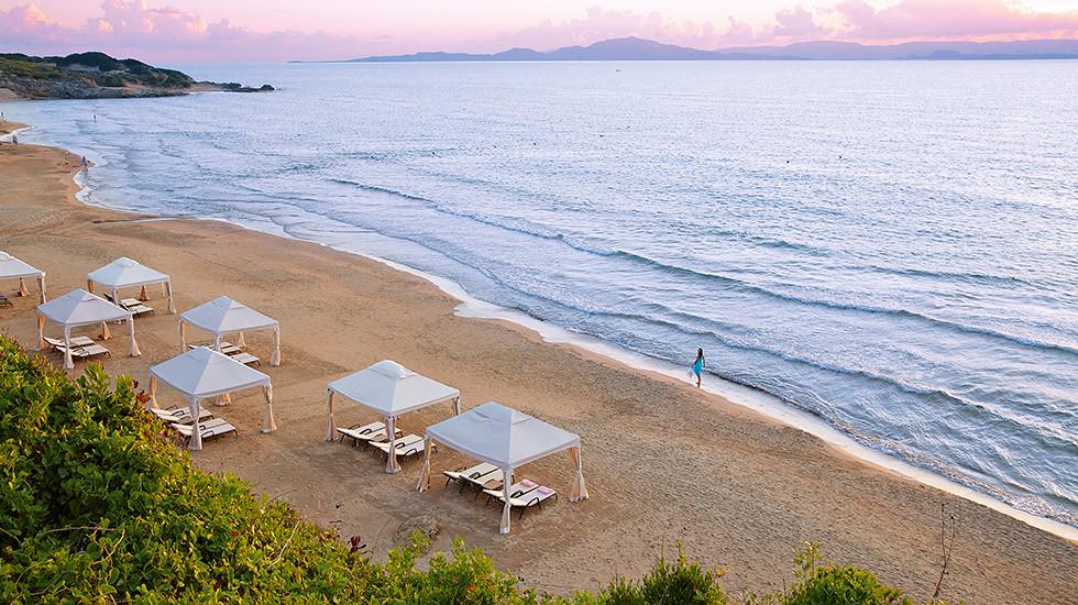 11-top-beach-resorts-in-greece-4235