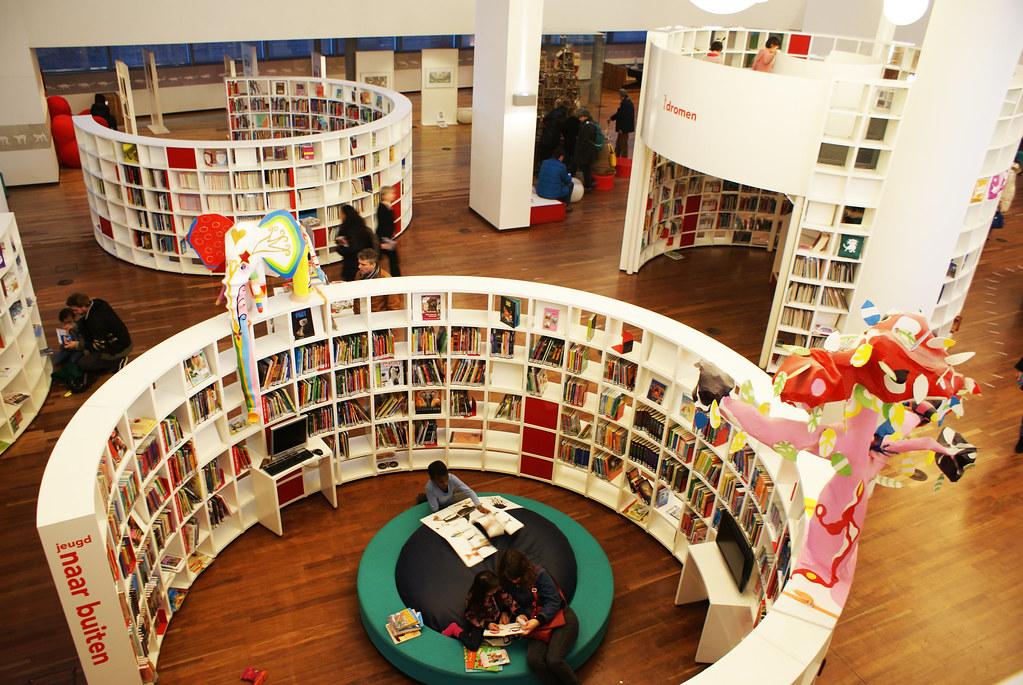 A l'intérieur de la bibliothèque d'Amsterdam(ODA).