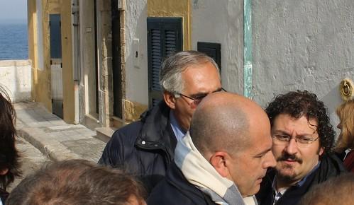 Il segretario Domenico Scagliusi, l'on. Gero Grassi e il sindaco e consigliere metropolitano Domenico Vitto