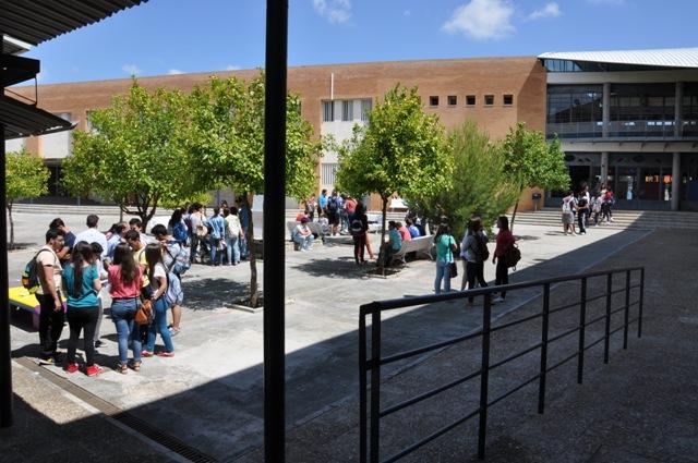 AionSur 16651236261_63bcb8a1ec_o_d Amplia repercusión en la convocatoria de huelga de estudiantes en los IES de Arahal Educación